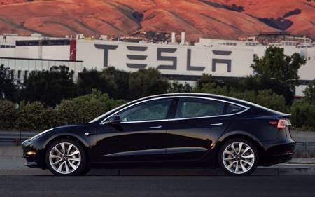 Tesla Model 3 001, mille saab endale tegevjuht Elon Musk