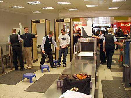 turvakontroll, Berlin Schönefeld, lennujaam