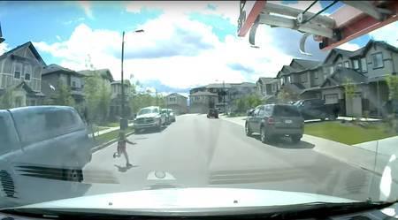 Mulli taga ajav laps jooksis teele