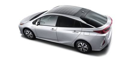 Toyota Prius PHEV solar cell roof