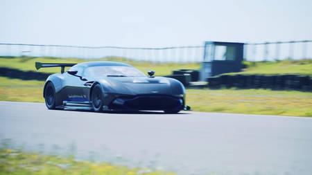 Aston Martin Vulcan Anglesey ringrajal